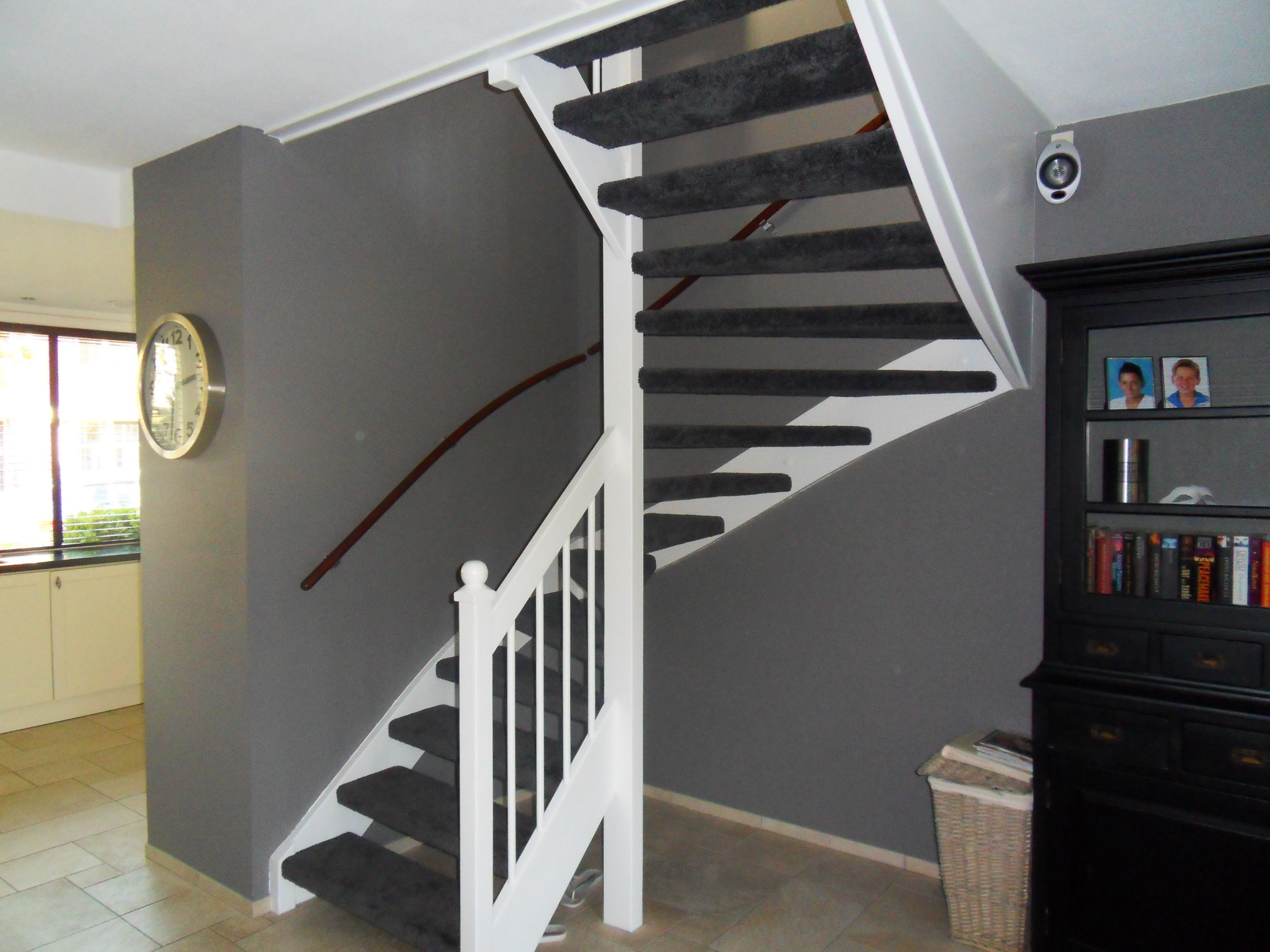 Afbeeldingsresultaat voor mooie gesloten klassieke trap in Trap in woonkamer