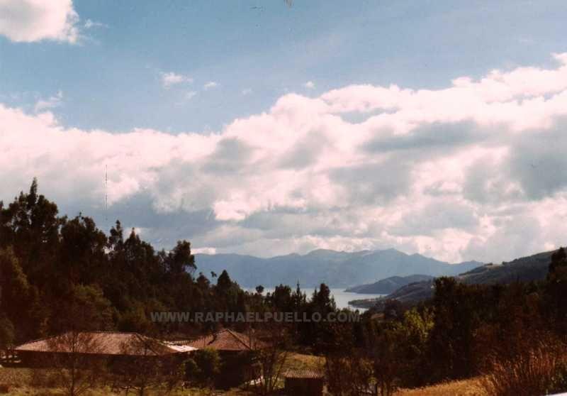 LLEGANDO A TOTA. BOYACÁ. COLOMBIA WWW.RAPHAELPUELLO.COM