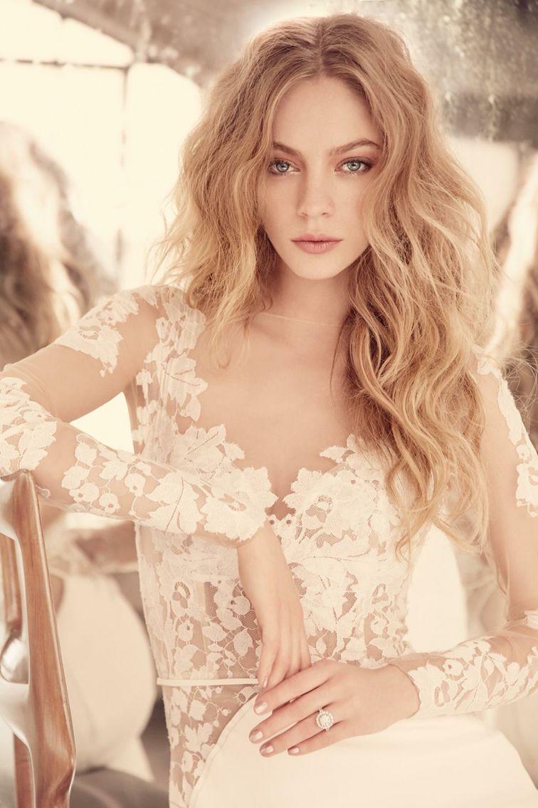 Hayley Paige 6559. Schedule an appointment today. Del Mar, CA (858) 481-4900 and Fresno, CA (559) 435-1246. #miabellacouture #miabellabridal #californiaglam #hayleypaige #6559 #delmar #fresno #CA #wedding #weddingday #weddingdress