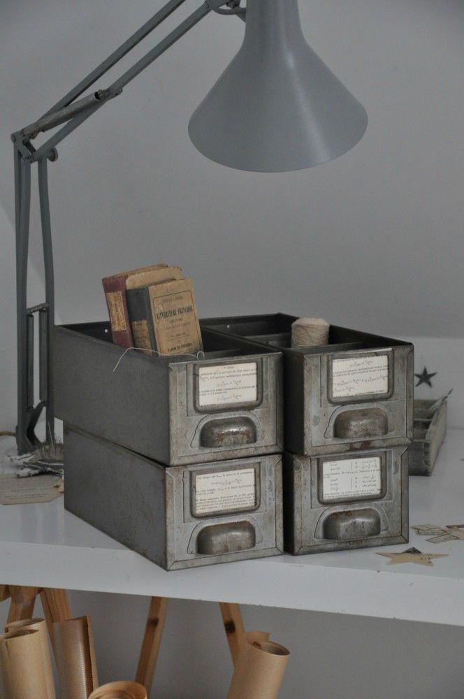 Brocante Deco Industrielle Brocante Meuble De Metier Meuble D Atelier Casiers Industriels Industrial Furniture Decor Industrial Interiors Iron Furniture