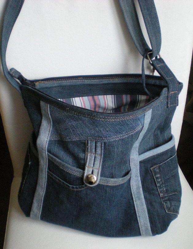 """Umhängetaschen – Upcycling Jeanstasche """"Wegwarte XVI"""" – ein Designers…"""