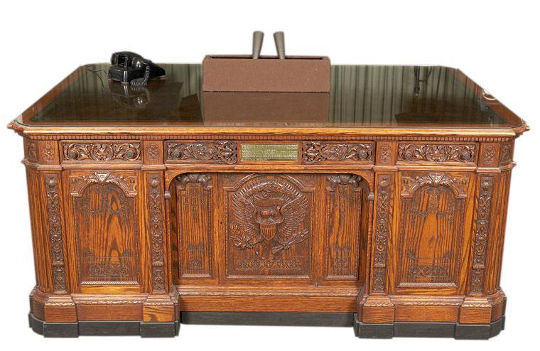 Astonishing Hms Resolute Desk Man Stuff Woodworking Desk Plans Download Free Architecture Designs Itiscsunscenecom