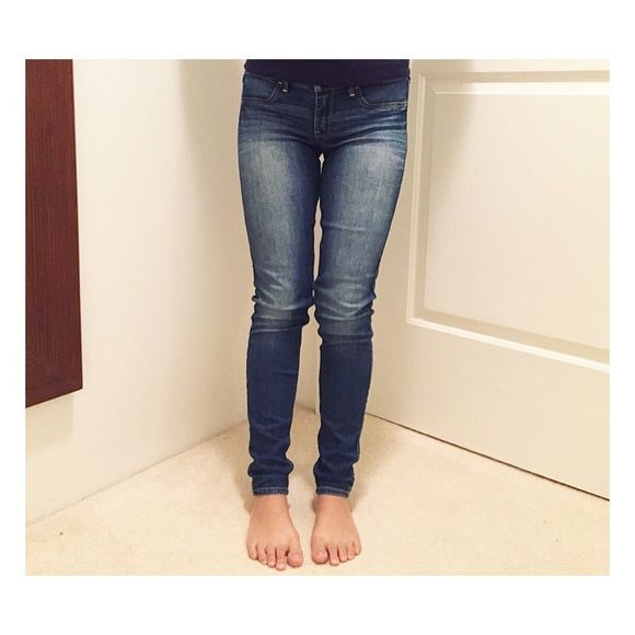 Hollister skinny jeans! very comfortable skinny jeans Waist:27in. In a good condition!! No trade✖️ Hollister Pants Skinny