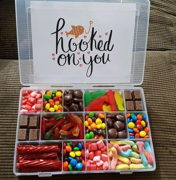 DIY Candy Geschenkboxen für Geburtstage - #Birthdaygift #Birthdays #Boxes #candy #DIY ...