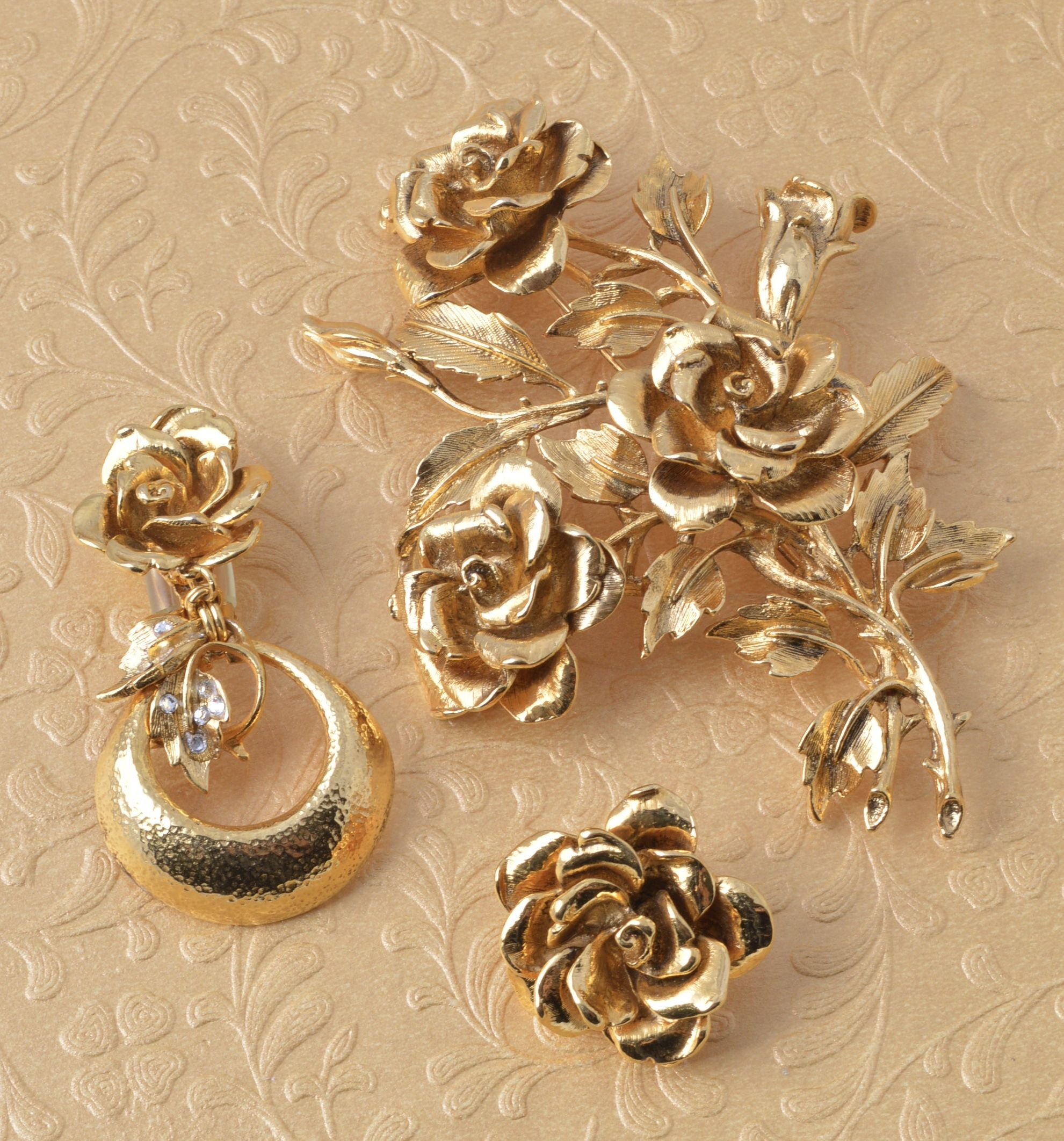 Jose & Maria Barrera Golden 3D Rose Pin JcySfTBEao