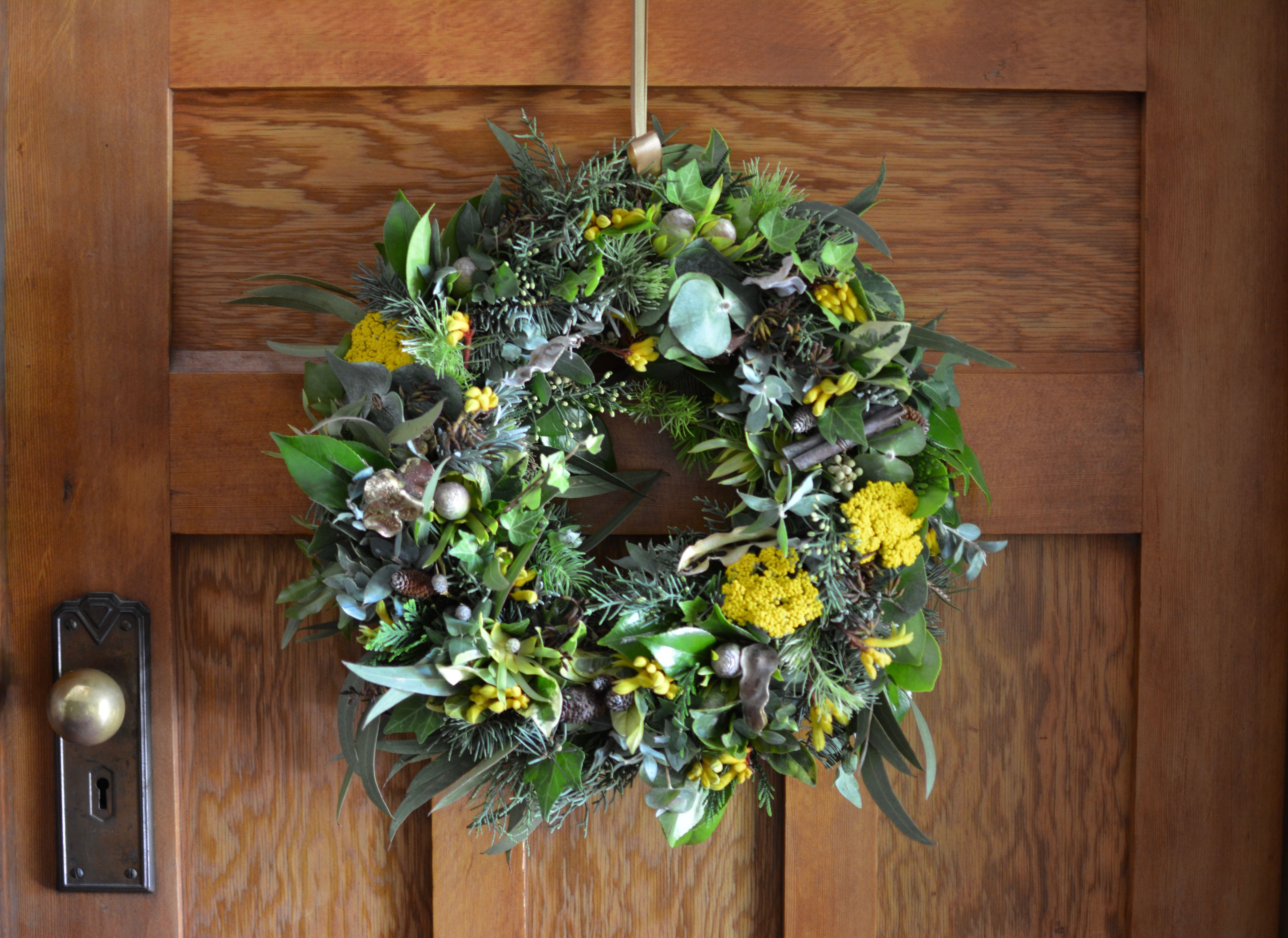 native Christams wreath Flowers online, Corporate