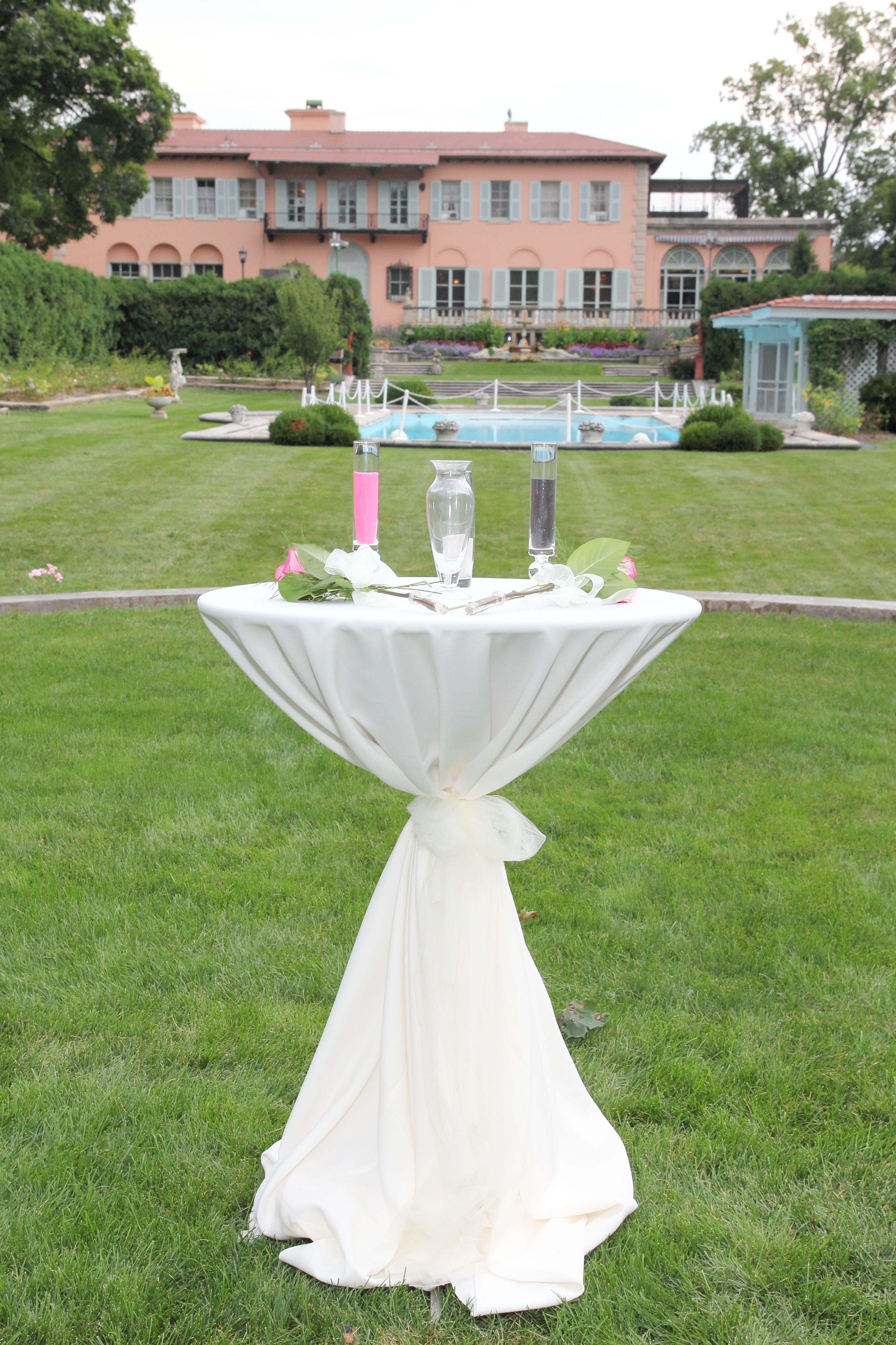 Outdoor wedding at Cuneo Mansion in Vernon Hills IL ...