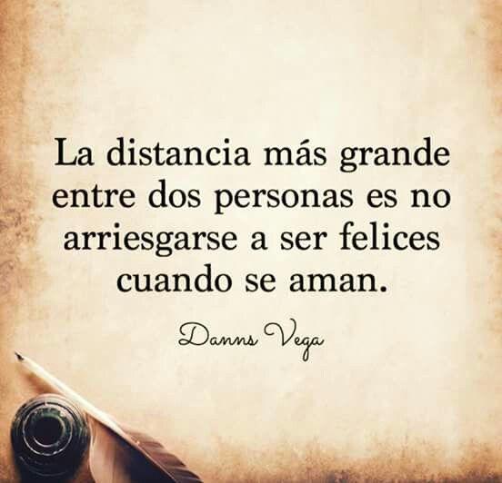 La distancia más grande entre dos personas es no arriesgarse a ser felices cuando se aman. #amor #distancia #feliz