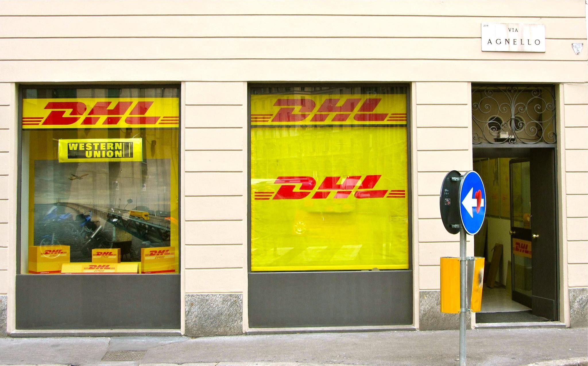 Insegne Negozi Insegne Luminose Negozi Insegne Negozi Dhl Servicepoint