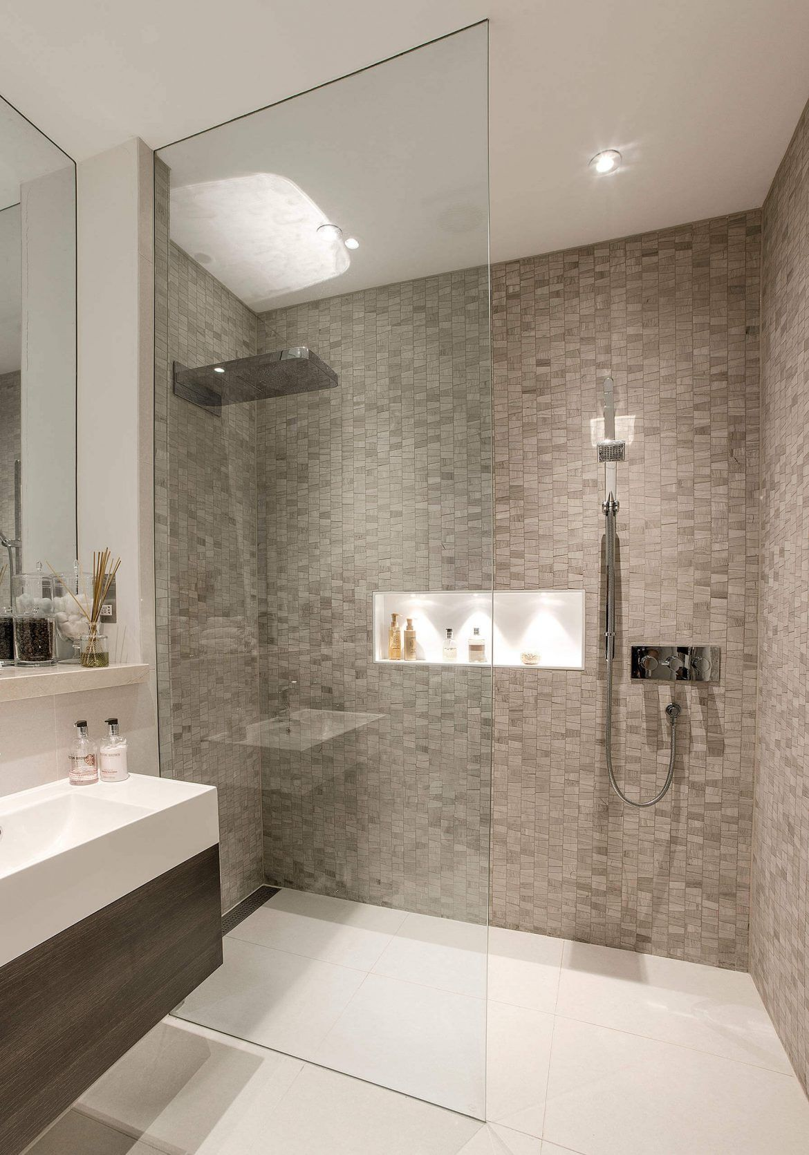 44 Modern Shower Tile Ideas And Designs 2020 Edition Shower Room Modern Bathroom Decor Bathroom Shower Design