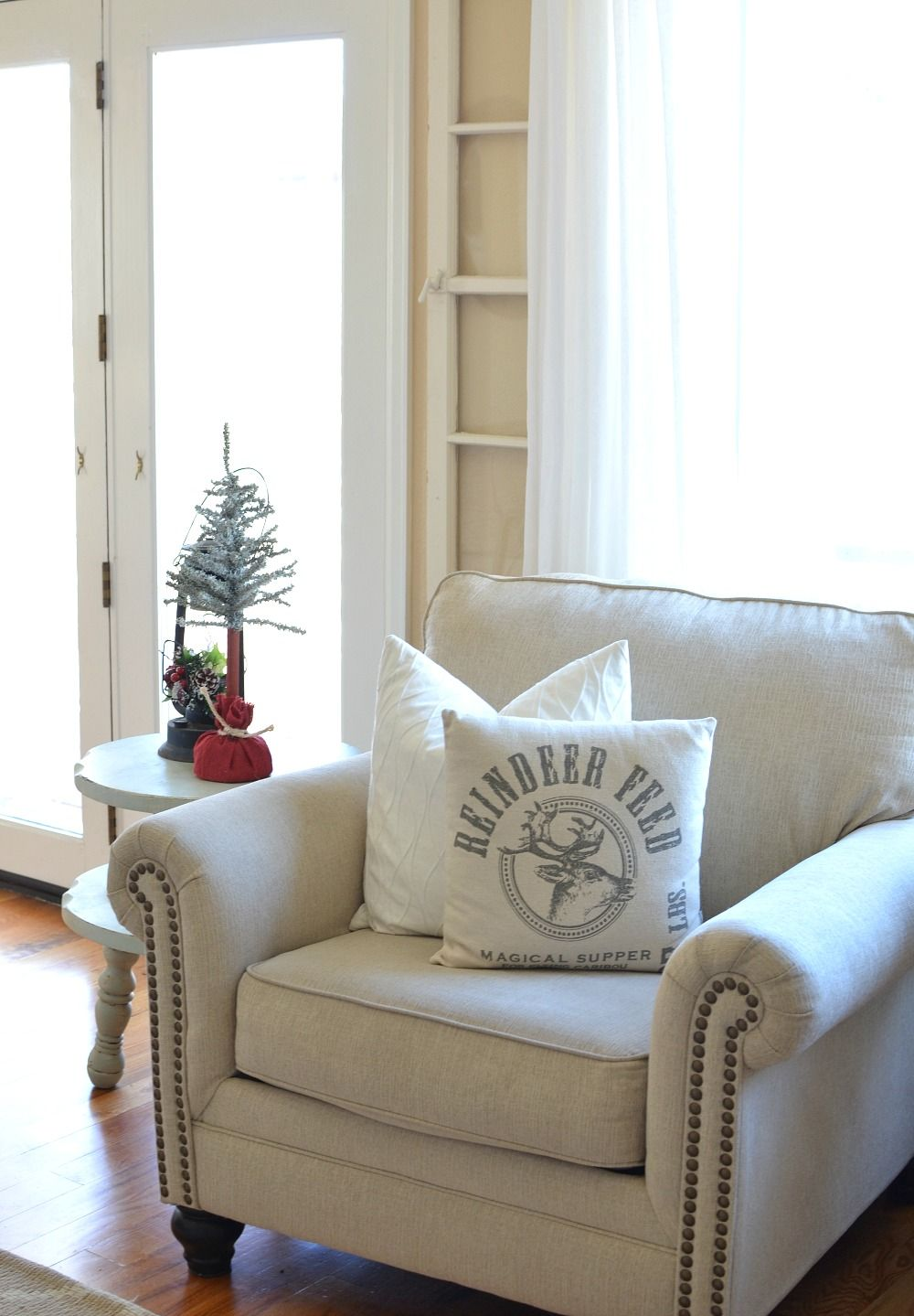Cozy Christmas Living Room | Farmhouse christmas decor, Christmas ...