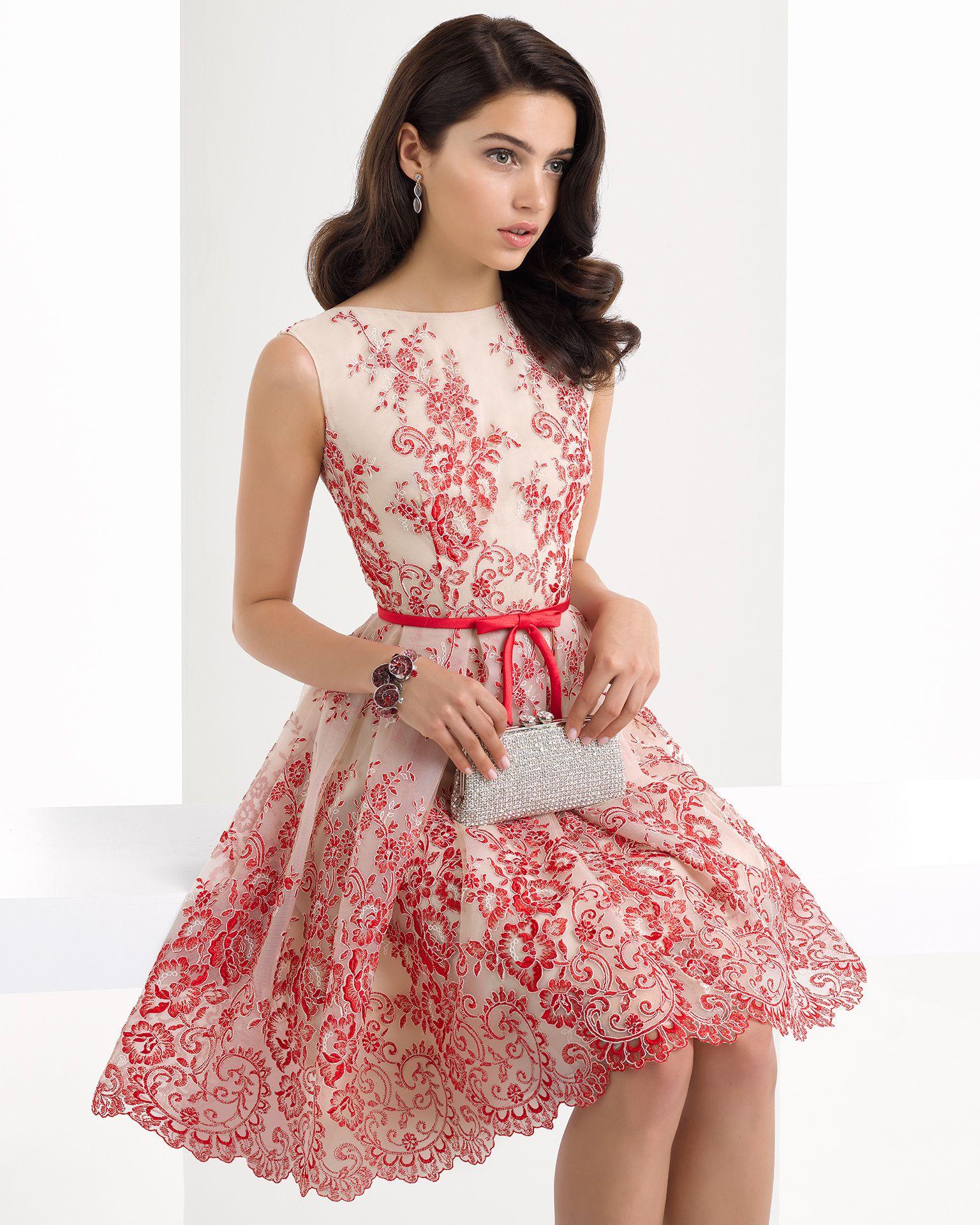 Vestido clásico corto de encaje con espalda pronunciada y ...