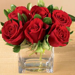 Ital Florist The Ftd Lush Life Rose Bouquet Www Italflorist Com 1 800 461 4825 Red Roses Centerpieces Small Rose Centerpiece Rose Centerpieces