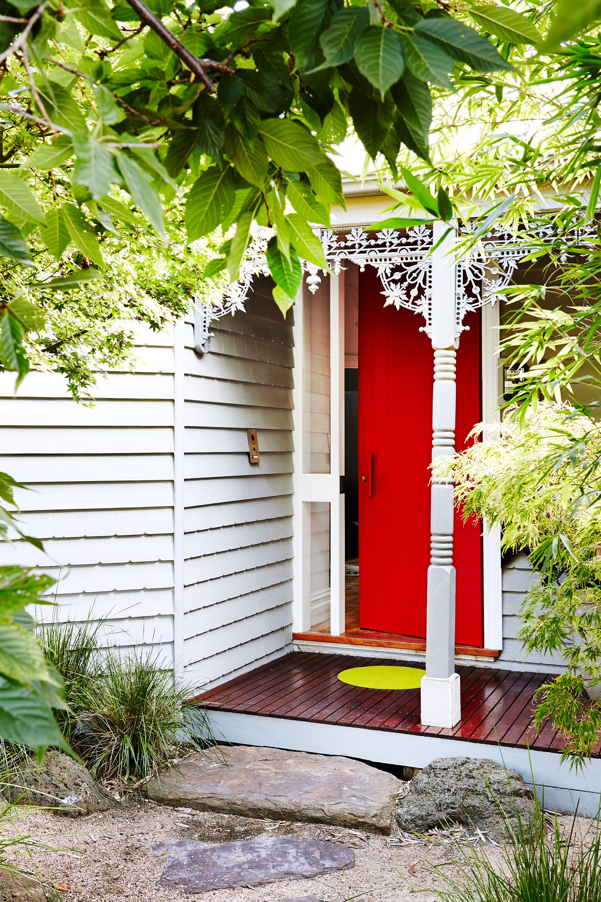 A Red Front Door Makes A Statement Against The White Façade Of This  Victorian Weatherboard Home In Inner Melbourne. Photography: Annette Ou0027Brien