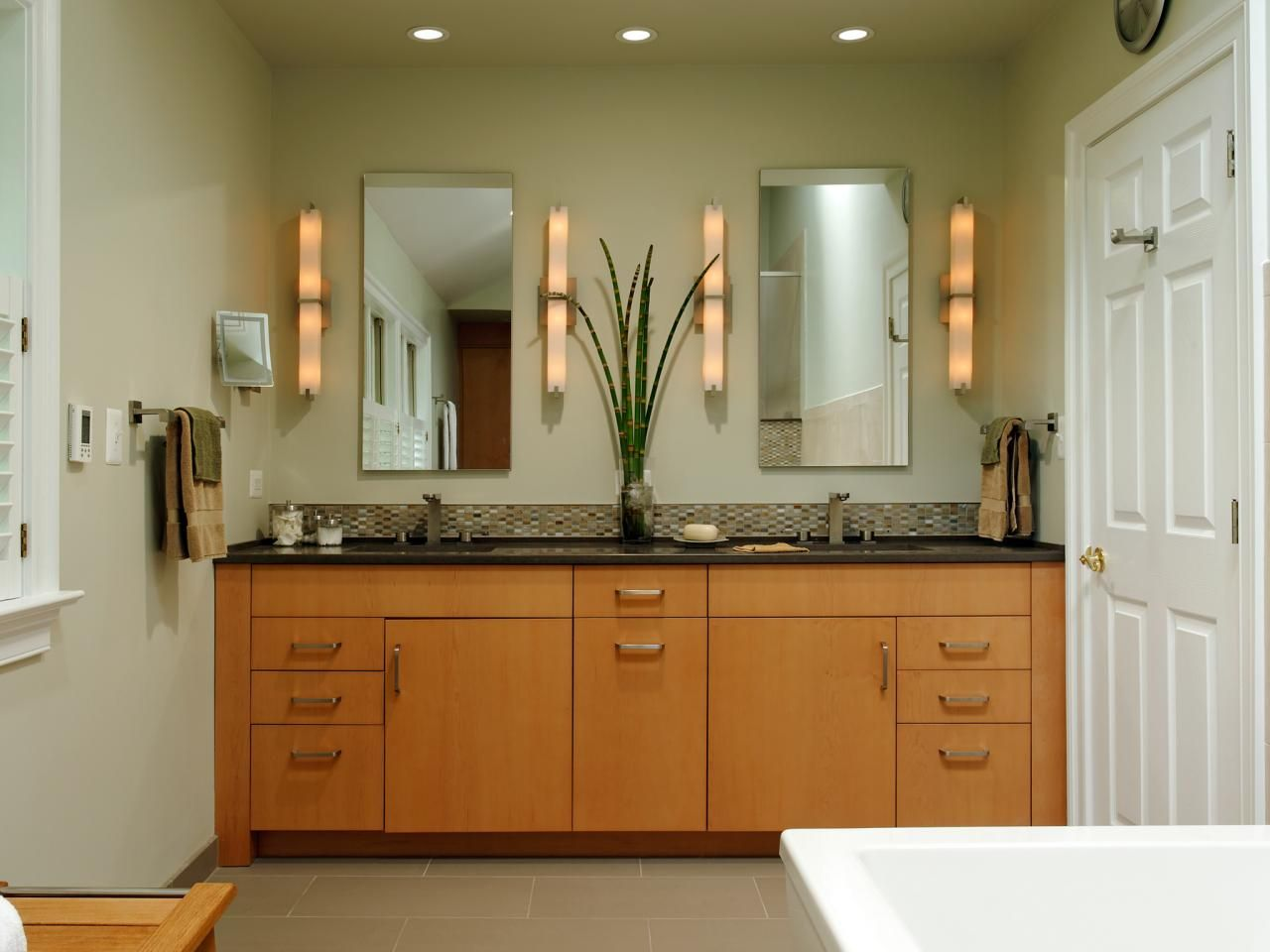 Best Custom Made Natural Maple Cabinets Provide The Base For A 640 x 480