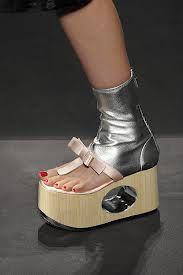 Verrückte Schuhe, Abgefahrene Schuhe, Hässliche Schuhe, Mailänder  Modewoche, Prada Frühling, Extravagante Schuhe, Silber Sandalen,  Entertainment, Neuheiten