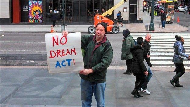 """""""Soñadoras"""" dicen que sus padres no son culpables por buscarles mejor vida"""