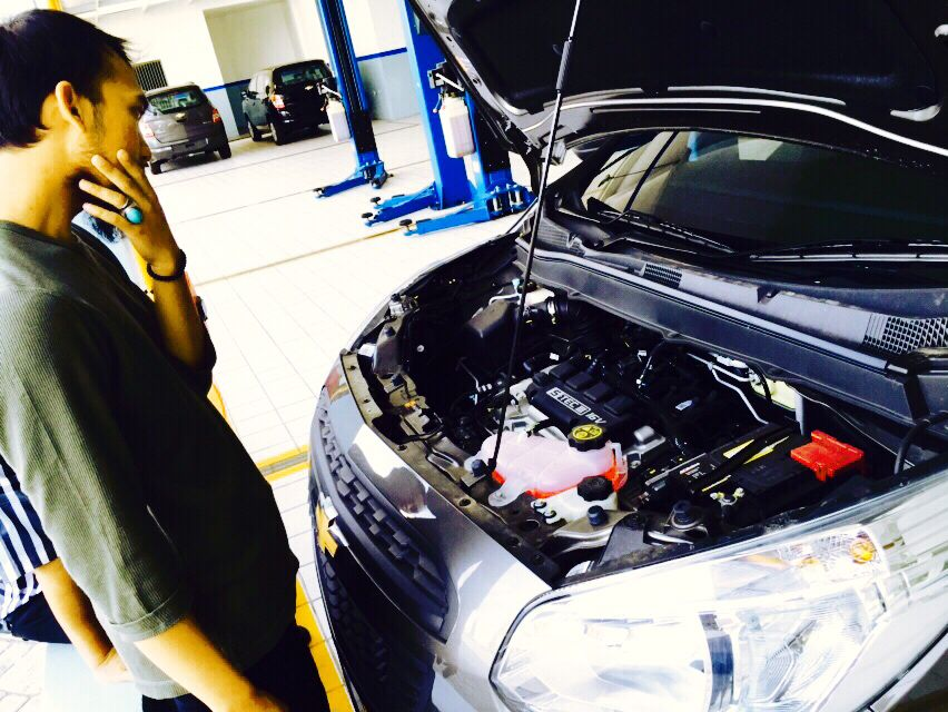 Ramadhan will be end within 5 days, today I was servicing our car with my hubby for it can be ready bring us back from my job city to my hometown for 'mudik' (a tradition to come hometown every Eid Holiday). It will take about 6 hours driving. Have you ever drive for 6 hours? #migmyramadhan #alika #chevrolet #service #car #mondgreymetallic