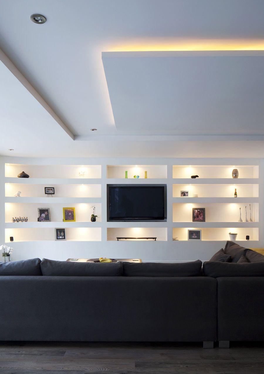 Parete attrezzata in cartongesso per un soggiorno moderno for Parete soggiorno cartongesso