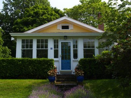 Cute Enclosed Porch Love The Plantings In Front Craftsman