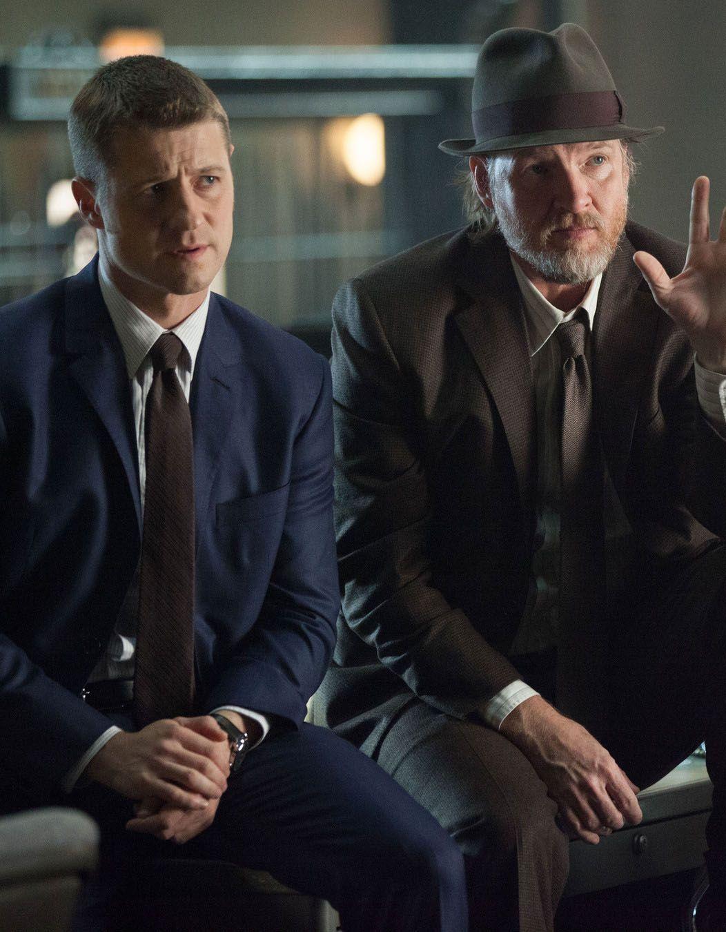 Calendrier Gotham.Gotham 1x09 Harvey Dent Gordon Bullock Gotham