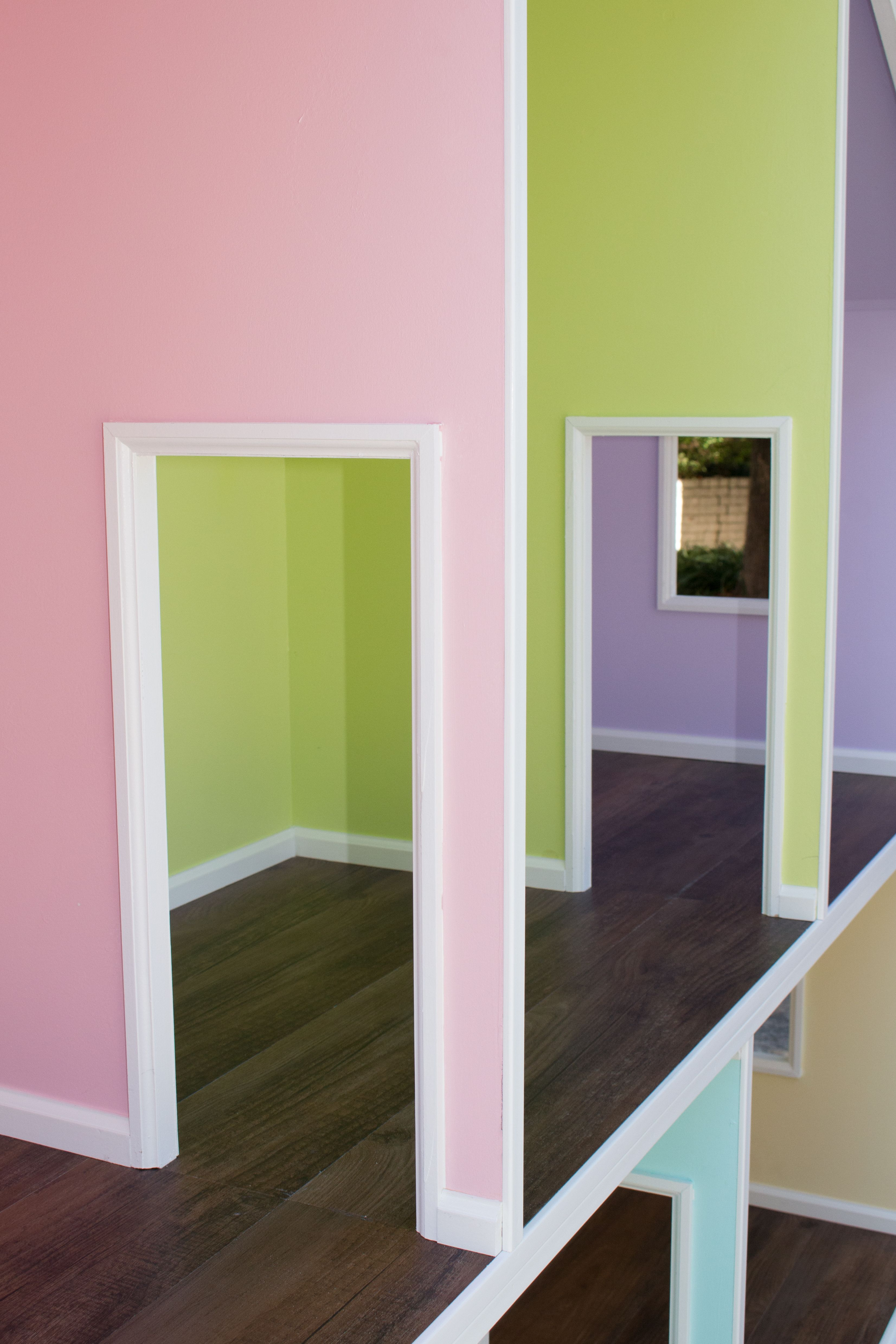 Detail picture of the American Girl Doll Dream House features