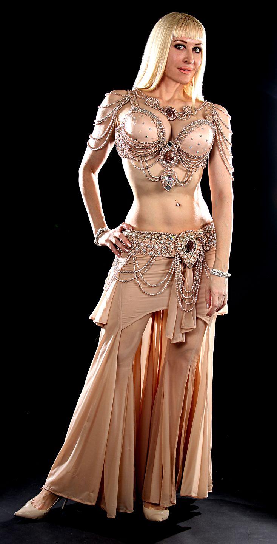 hispanic female naked full body pictures