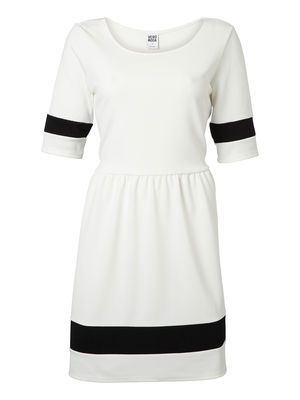 b96df3959c4 Navy inspired dress from VERO MODA. Perfect for your summer holiday.   veromoda  dress  navy  fashion  Veronica MODA