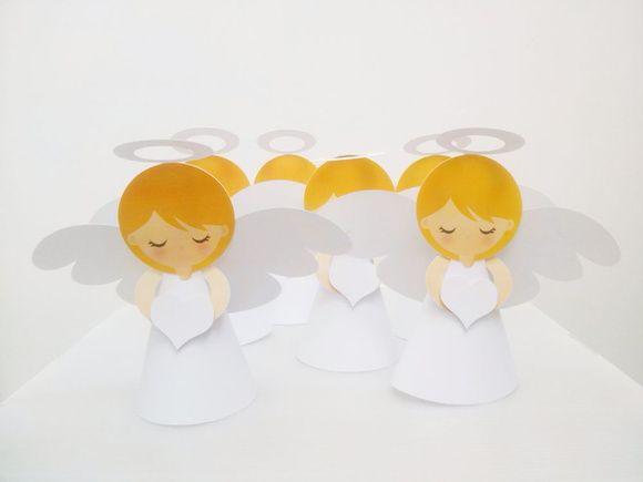 lembrancinha completa em scrap 3d, são 10 anjinhos , em papel 180 gr,15 cm de altura e 18cm de uma asinha a outra, corte digital perfeito, para lembrancinhas (acrescente se desejar por dentro da roupinha um bombom, uma garrafinha de água benta)  Encantador para Maternidade, Chá de bebê, Batizado, aniversário, além de ser uma apaixonante lembrancinha, dará um visual angelical a decoração da mesa...   Acompanha bolsa transparente - embalados 1 a 1