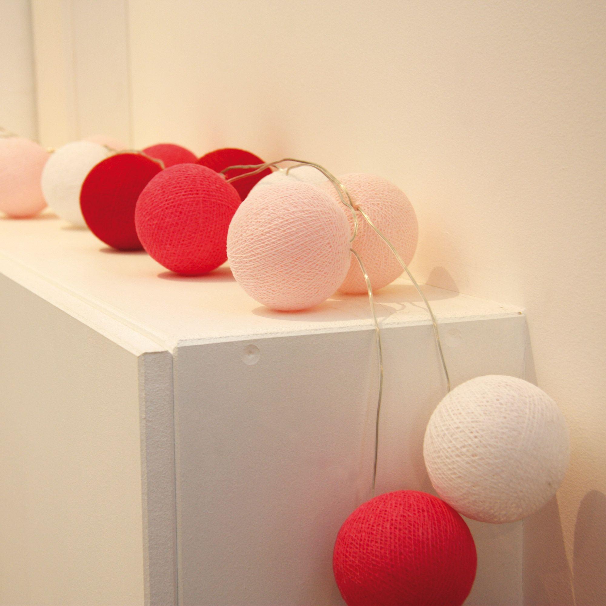 guirlande lumineuse 20 boules en coton longueur 5m atelier de famille rose guirlande. Black Bedroom Furniture Sets. Home Design Ideas