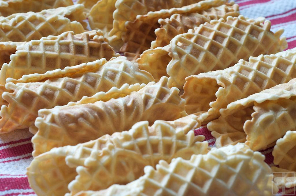Pizzelle cannoli shells and filling