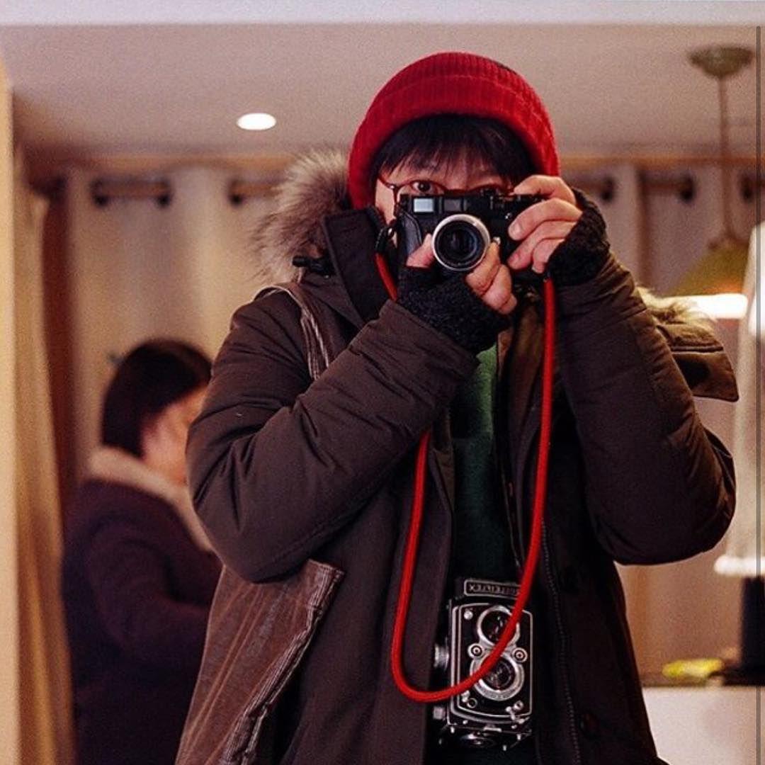 """[via @bears_day] #a_day #photo #seoul #leicam3#planar #50mm #film #xtra400 #selfie#memories #times #사진#일상#라이카#필름카메라#셀스타그램#홍대#하루  맨날 이 포즈 연구를 해봐야겠다"""