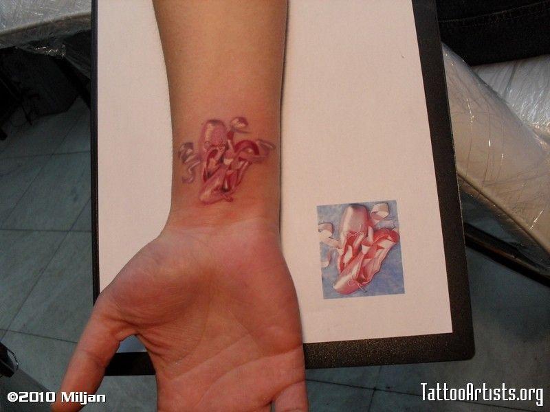 Google Image Result for http://www.tattooartists.org/Images/FullSize/000218000/Img218549_Ballet_shoes_4.JPG