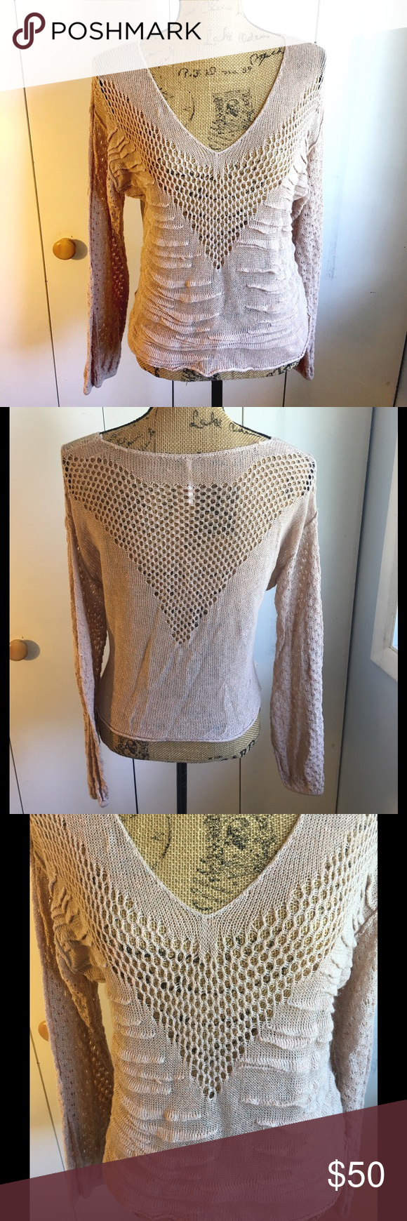 ✨FREE PEOPLE SWEATER✨ Beautiful cream FREE PEOPLE lightweight knit sweater. Vneck. Size medium. 56% linen 44% cotton. Shorter in back than front. Very good condition Free People Sweaters