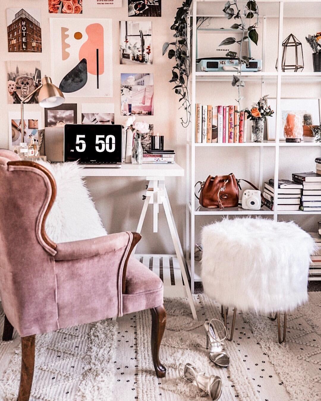 Cozy Homeoffice Decor: Desk Collage Wall Idea @astoldbymichelle #deskdecor