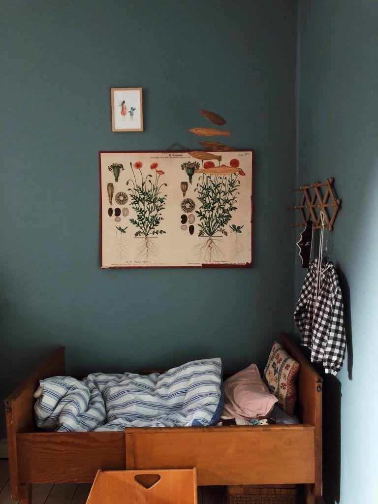 Chambre D Enfant Vert Fonce Retro Vintage Petit Lit En Bois