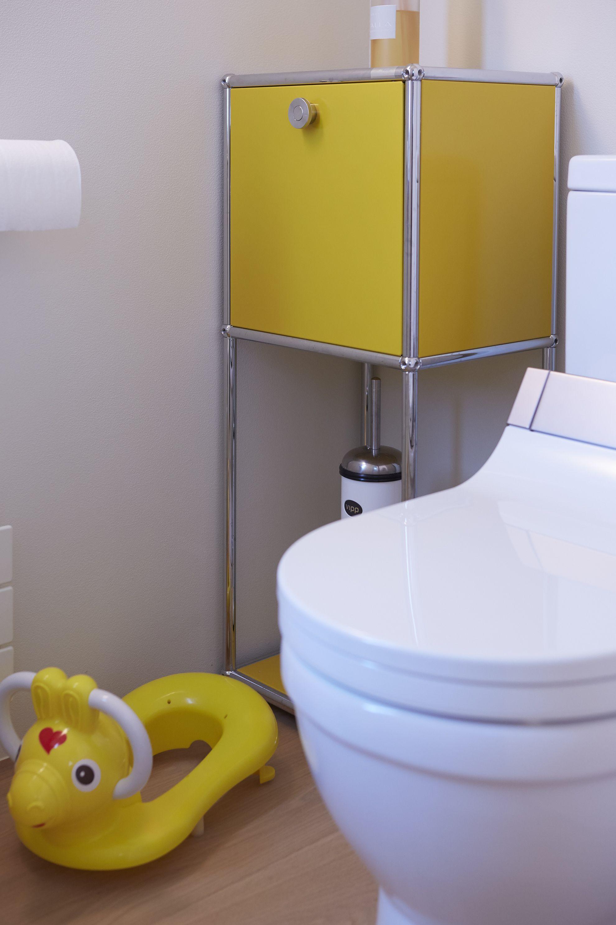 petite colonne de rangement usm haller coloris jaune id ale pour les petits espaces salles. Black Bedroom Furniture Sets. Home Design Ideas