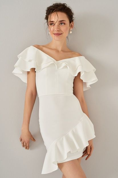 Beyaz Volanli Elbise Podyum Modasi Elbise Kisa Etekli Elbiseler
