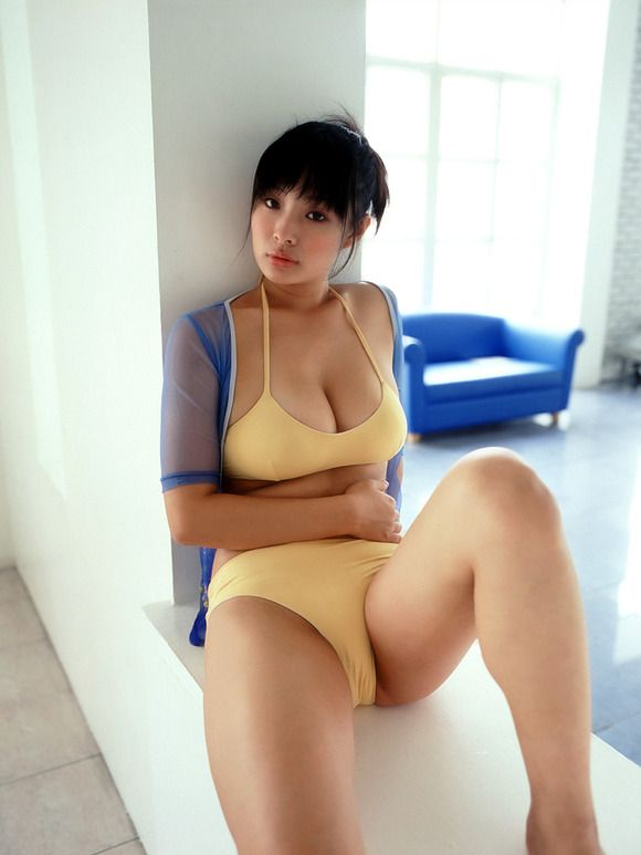 Asian camel girl toe