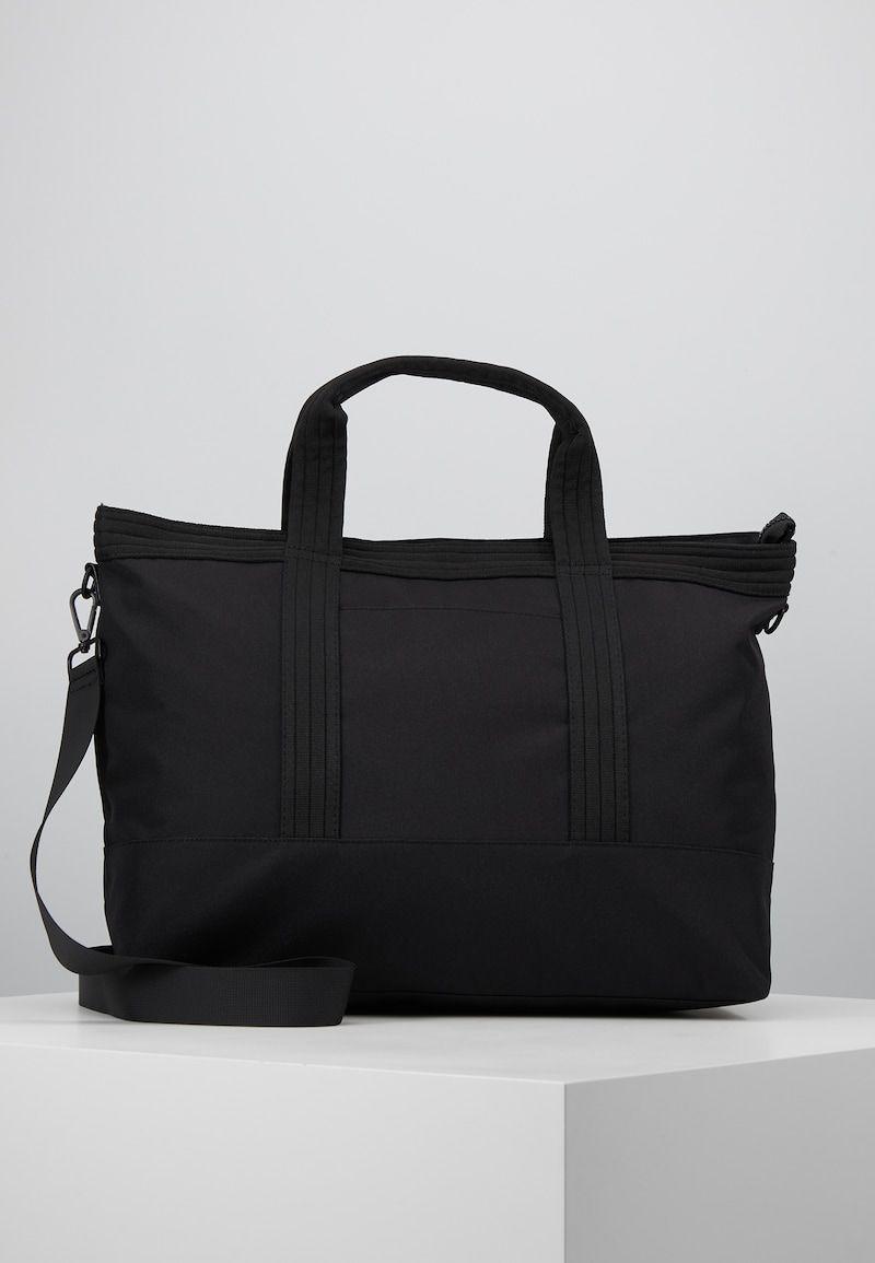 Pin på Resa saker och väskor