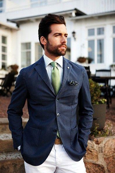 A gravata verde e o branco refrescaram o look