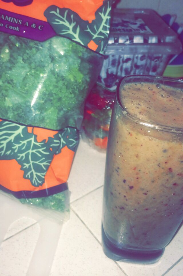 1/2 cup Kale  1/2 cup Blueberries   4 Strawberries   1 cup Apple Juice     #Yummy #Healthy #Juice #Smoothie #nutriBullet #Health #PowerJuice Very good for your digestive system!