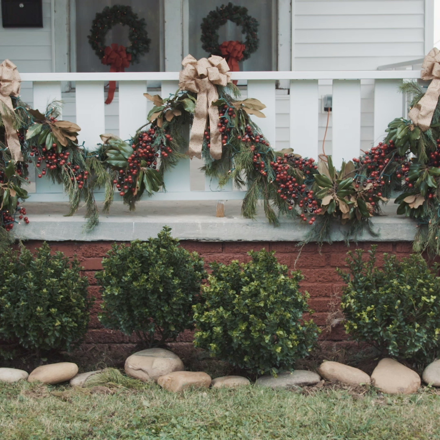 25 indoor christmas decorating ideas garlands holidays Outdoor christmas garland ideas