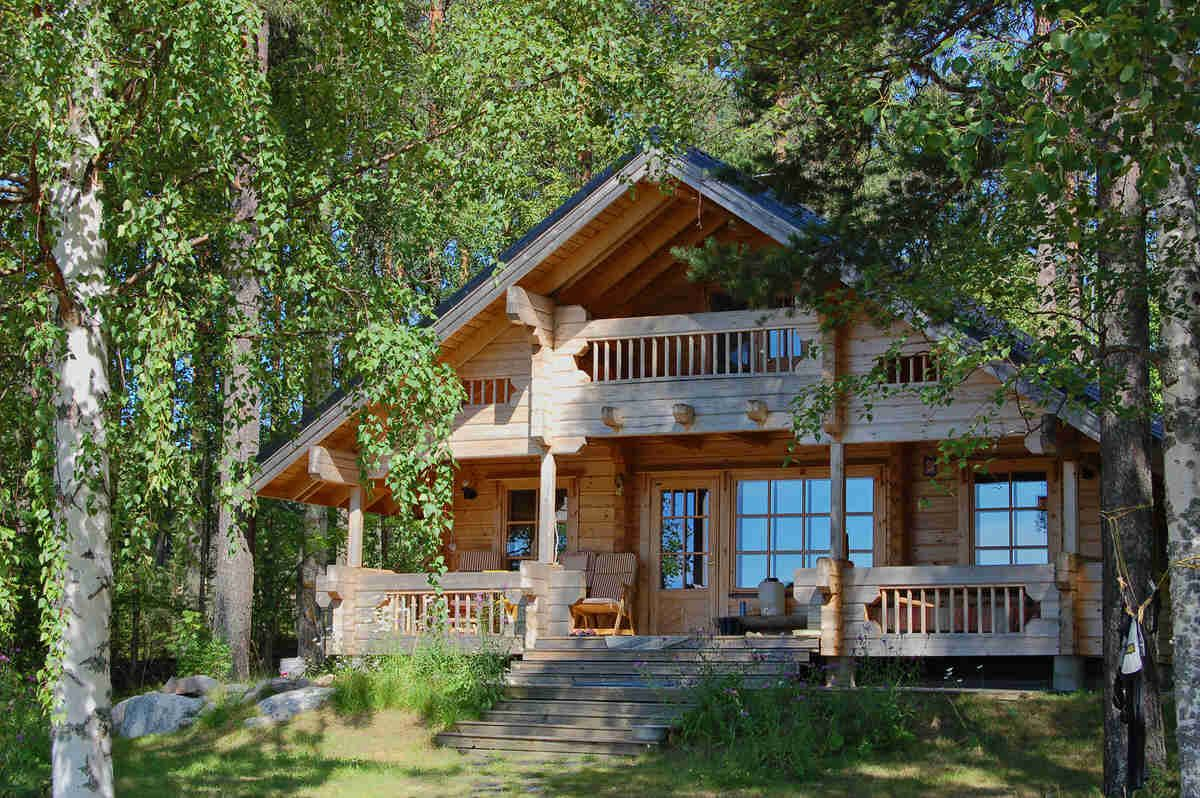 I also love log cabins this is a nice bination of bungalow and