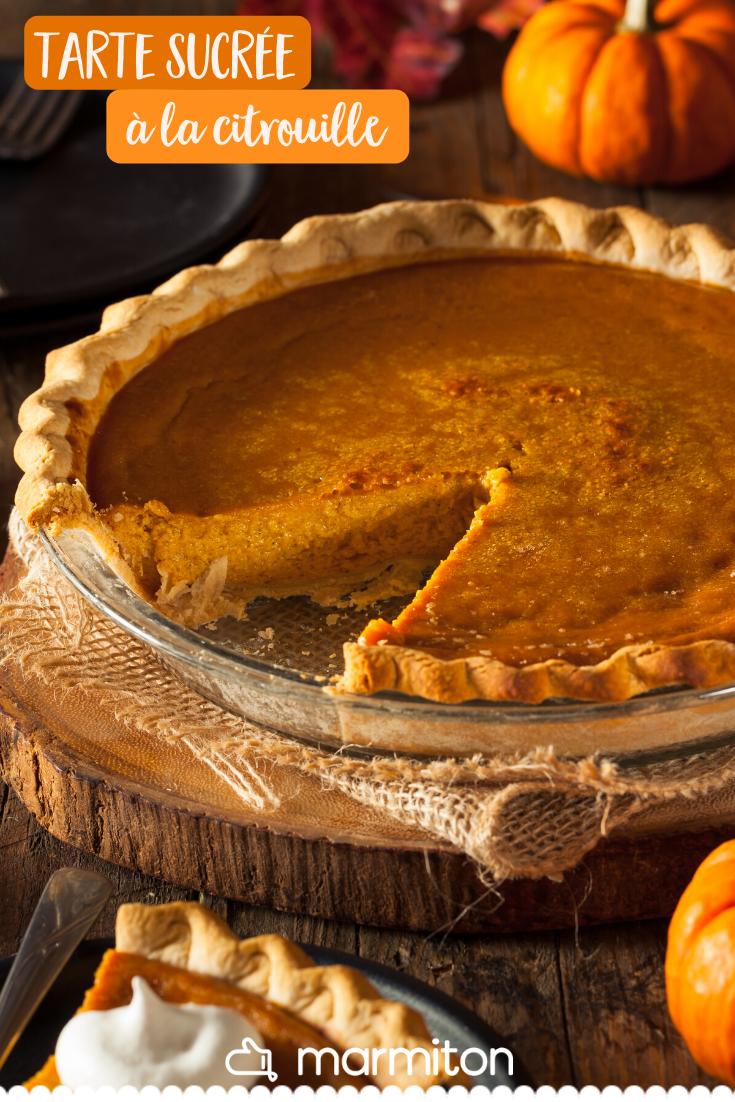 Pour un repas d'Halloween ou simplement pour profiter des saveurs de l'automne, on teste cette recette de tarte sucrée à la citrouille, aussi appelée pumpkin pie ! #recettemarmiton #marmiton #recette #recettefacile #recetterapide #faitmaison #cuisine #ideesrecettes #inspiration #automne #citrouille #tarte #tartesucree #pumpkinpie