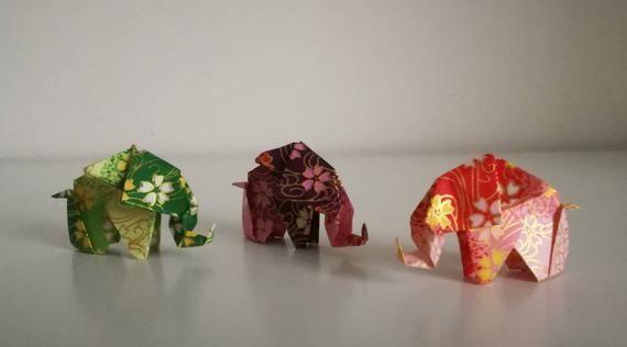 Photo of Set von 3 handgemachten kleinen grünen, lila, roten Origami-Elefanten (Blumenmuster)