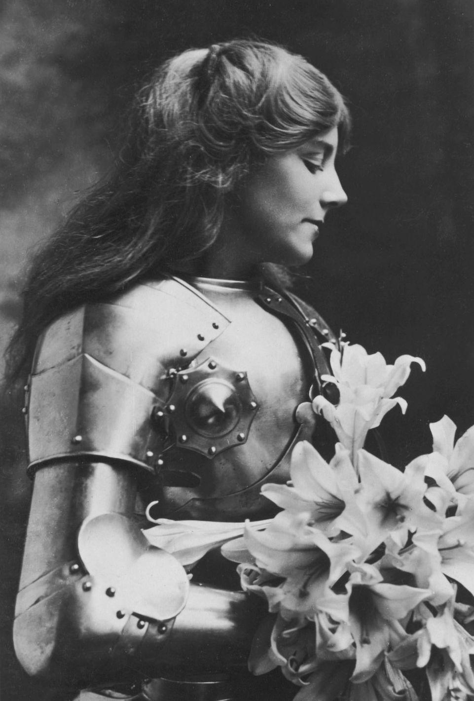 vestatilleys:  Ellaline Terriss as Joan of Arc, 1900′s.