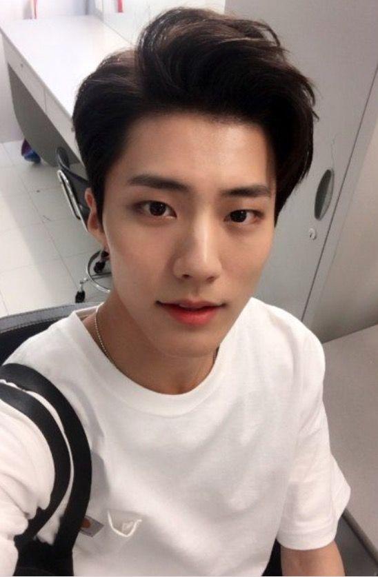 Pin By Kerel Queen On Boys Korean Boy Hairstyle Korean Men Hairstyle Korean Hairstyle