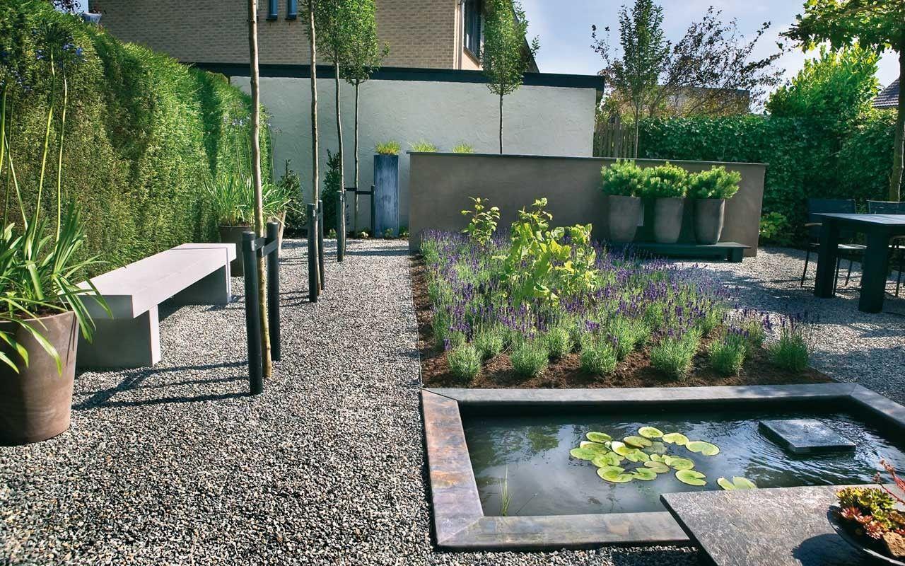 Vierkante moderne vijver in strakke tuin square pond in modern garden fonteyn trends for Tuin modern design