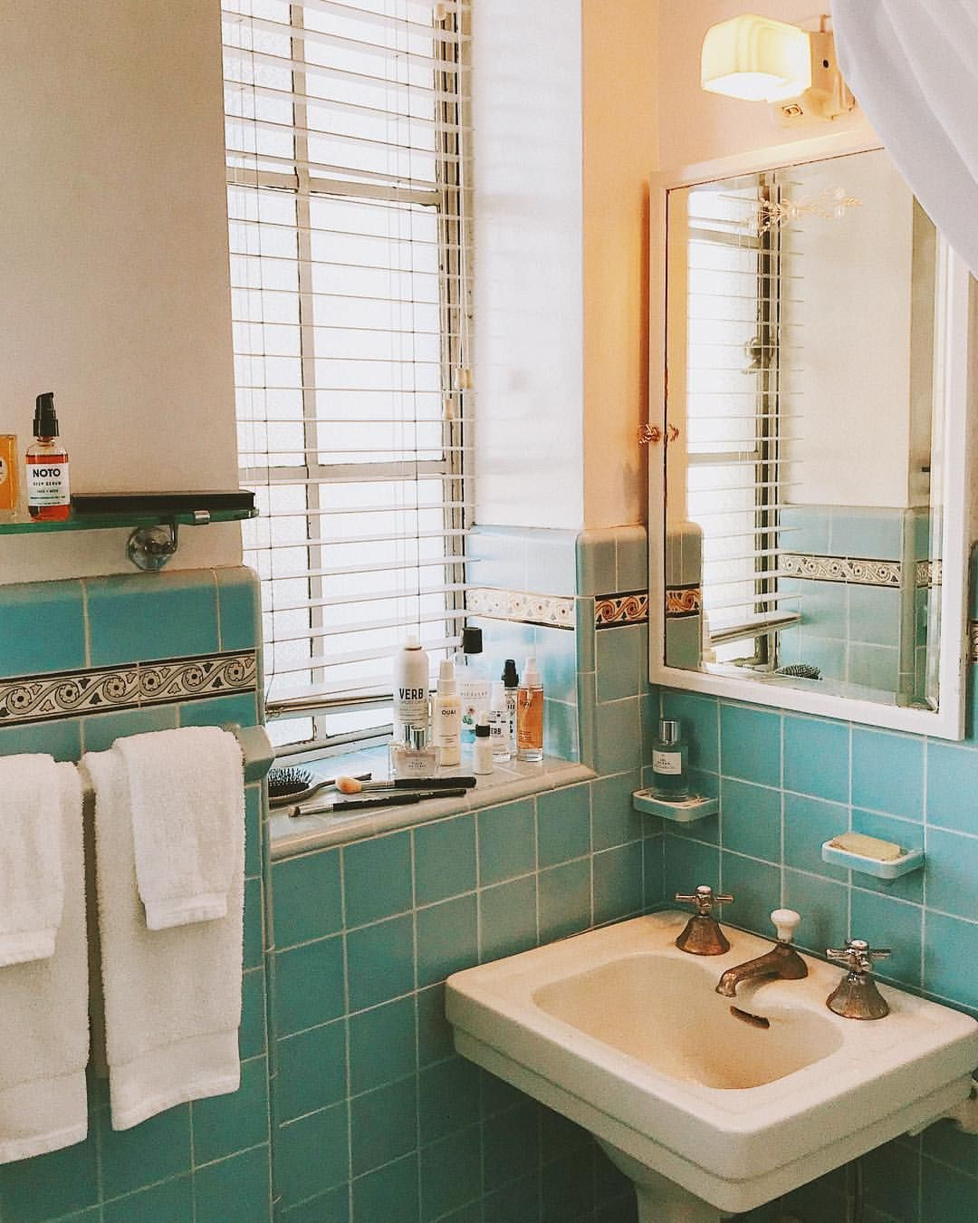 Loves a staged bathroom. | Apartment decorating on a ...